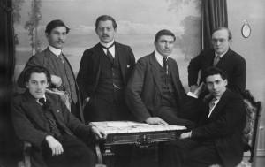 Zürich 1916 (v.l.n.r.) Willi Münzenberg, Julius Mimiola, Ernst Christiansen, Jakob Herzog, Eugen Olaussen, J. W. Schweide Quelle: Schweizerisches Sozialarchiv, Zürich